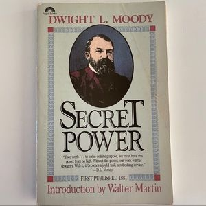 Accents - ❌SOLD❌Secret power Dwight l moody book